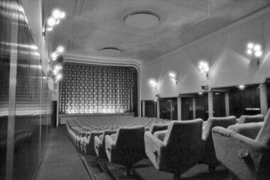 09_Palainco_Louis_Poulsen_Poul_Henningsen_PH_Wall_Lamp_Kino_Silkeborg_Cinema_1949_Knud_Sorensen