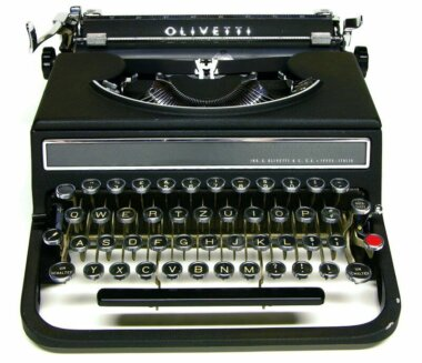 13_Palainco_Olivetti_Typewriter_Studio_42_1935